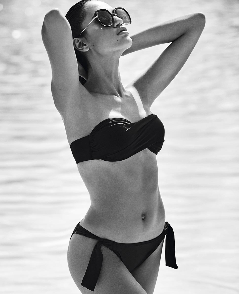 Black swimsuit: an essential summer